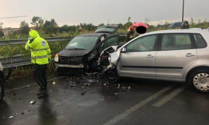 Incidente stradale tra due auto a Ceriano Laghetto FOTO