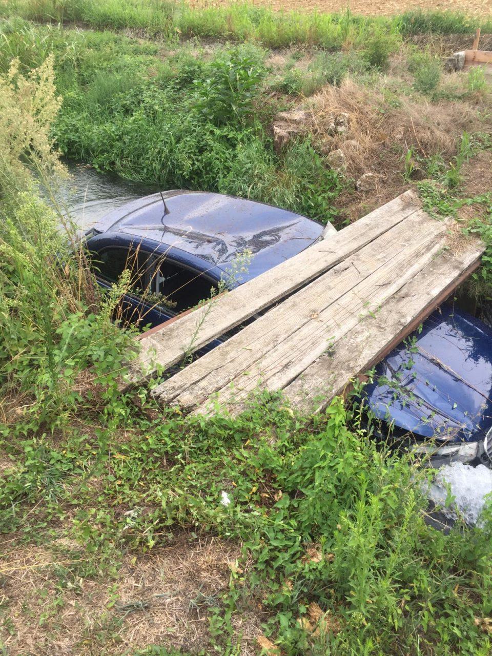 Buscate, auto nel canale
