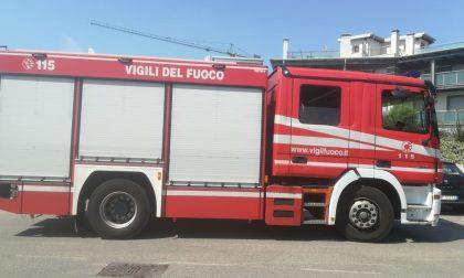 Sterpaglie in fiamme a Castellanza spente da un cittadino