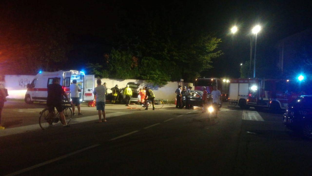 Parabiago, grosso scontro tra due auto in via Brescia