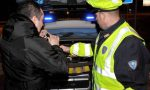 Ciclista ubriaco finisce contro un'auto, denunciato: cinque volte oltre il limite