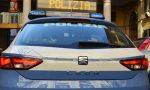 In auto con la droga scappa, si schianta contro tre vetture e viene bloccato dalla Polizia