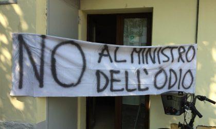 Matteo Salvini contestato con striscioni dal Pd Nerviano