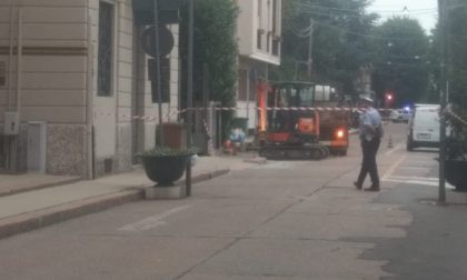 Fuga di gas in centro a Saronno, strada chiusa