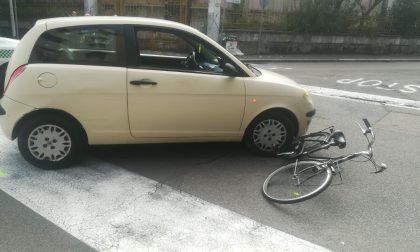 Donna in bici investita a Legnano FOTO
