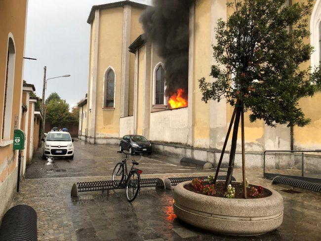Incendio in chiesa, paura dopo i battesimi