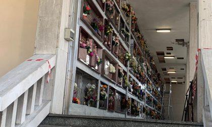"""Cimitero di Mazzo: Vietato pregare sulle tomba dei defunti, """"Pericolo caduta marmi"""""""