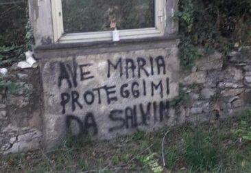 Scritte contro Salvini: imbrattata la Madonnina di Provaglio