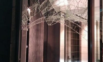 Ennesima spaccata in boutique a Legnano FOTO