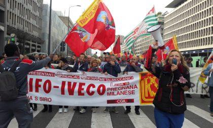 Lavoratori Cnh Industrial di Pregnana in corteo da Piazza Repubblica a Regione Lombardia