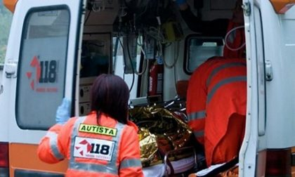 Centauro cade dalla moto sulla SS36 per Malpensa