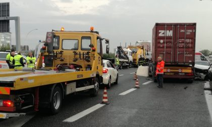 Incidente in Tangenziale Est a Milano, due morti FOTO