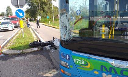 Autobus contro un motorino a Castano, grave un 51enne
