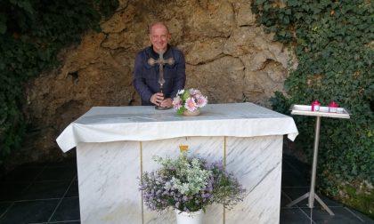 Torna al suo posto il crocifisso distrutto a inizio settimana a Palazzo Pollini