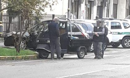Anziano in Apecar tampona un'auto: incidente a Cerro Maggiore