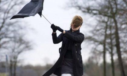Allerta meteo per vento forte e temporali su tutta la pianura lombarda