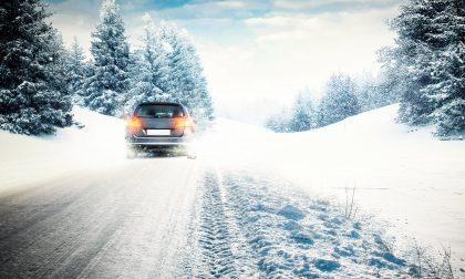 Cambio gomme: pneumatici invernali, chiodati e catene