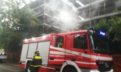 Brucia la cantina in un cantiere di Legnano