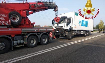 Scontro tra camion, paura sulla Boffalora-Malpensa