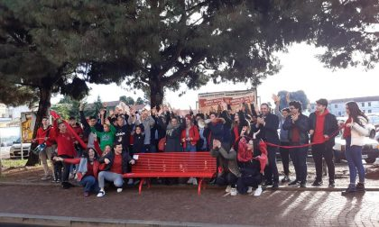 Flash mob e panchine rosse contro la violenza sulle donne - FOTO