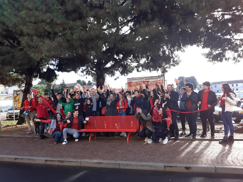 Castano Primo, flash mob e inaugurazione panchine rosse contro la violenza sulle donne