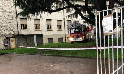 Cadono calcinacci a scuola,  pompieri in via Roma FOTO