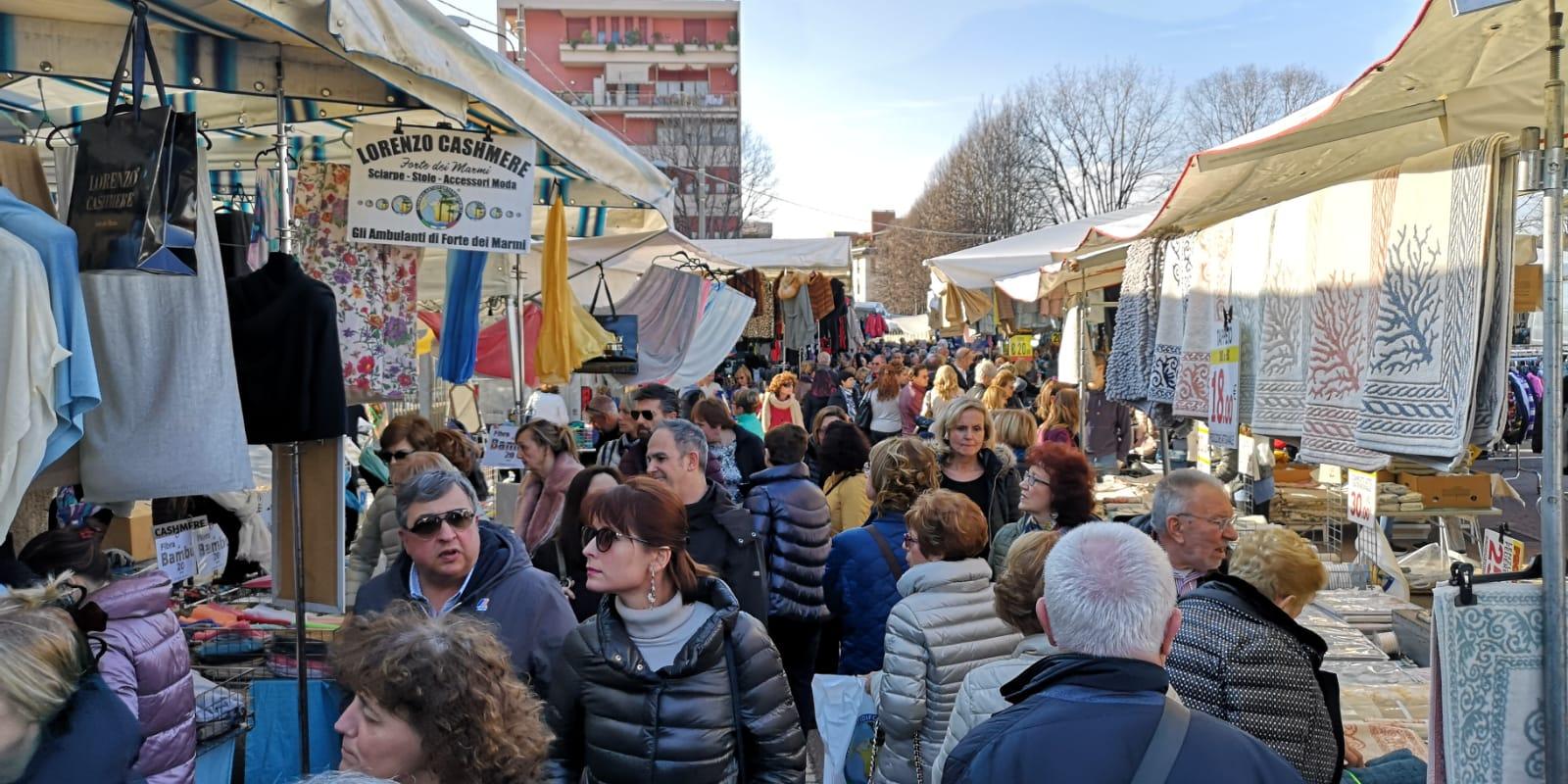 """""""Gli Ambulanti di Forte dei Marmi"""" arrivano a Legnano FOTO - Settegiorni - Settegiorni"""