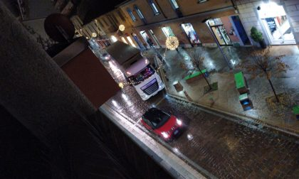 Traffico in tilt in centro a Rho per un tir bloccato FOTO