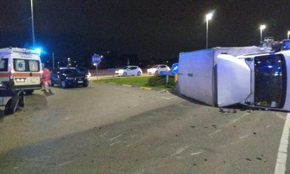 Spettacolare scontro a Cirimido: camion si ribalta FOTO