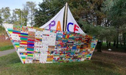 Una grande barca nel Bosco della Pace: è il frutto del lavoro di 800 bambini FOTO