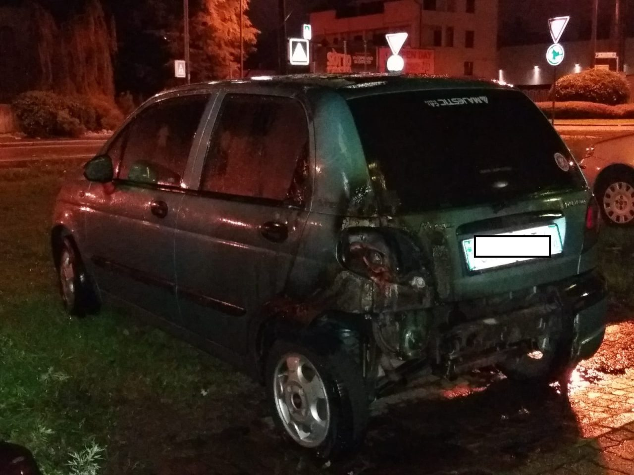 Auto prende fuoco in viale Sabotino
