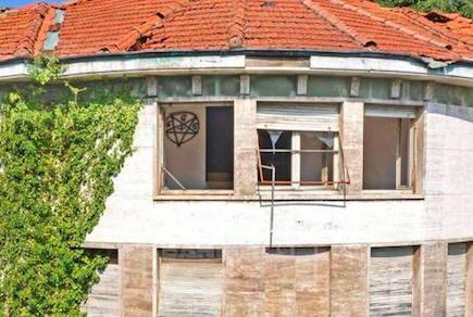 """Villa """"satanica"""" in vendita a Fagnano Olona... e il web impazzisce - Settegiorni"""