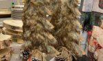 Albero con pelliccia (sintetica) da Esselunga: gli animalisti protestano