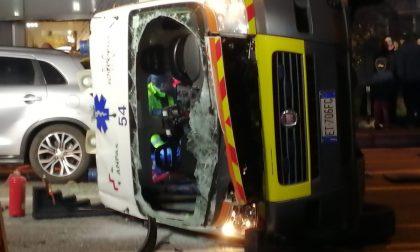Ambulanza si ribalta sul Sempione, feriti i sanitari di Rho soccorso