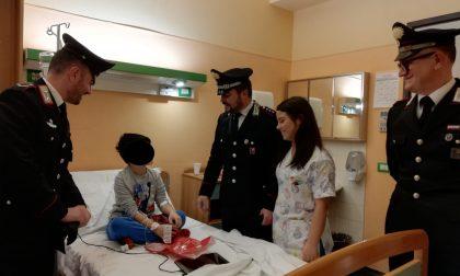 I Carabinieri in visita natalizia ai bambini dell'ospedale di Saronno