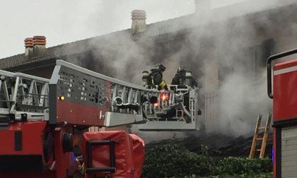 Incendio al tetto di una villetta di Gaggiano FOTO