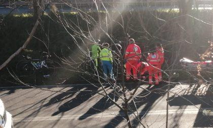 Cicloamatore di Rho cade dalla bicicletta: Arrivano ambulanza e carabinieri