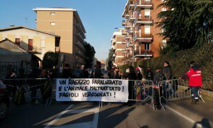 Agitazioni alla protesta degli animalisti a Saronno durante la sagra – IL VIDEO
