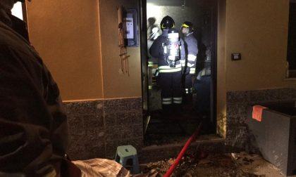 Incendio in un appartamento: coinvolta una persona anziana FOTO