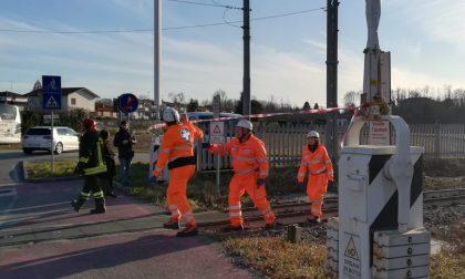 Commerciante di Bollate muore travolto dal treno nel Lecchese