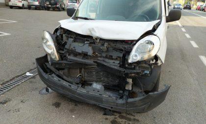 Incidente a catena: coinvolti tre veicoli FOTO