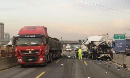 Autostrada A4 chiusa per un grave incidente con mezzi pesanti coinvolti FOTO