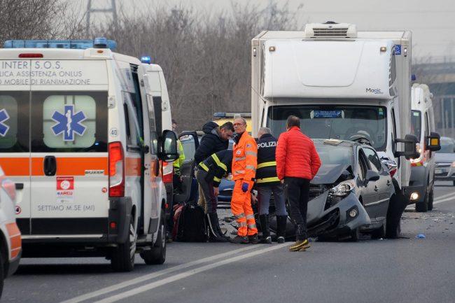 Scontro sulla Boffalora-Malpensa: 76enne in coma