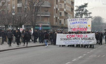 Saronno, anarchici in centro per Cello e contro la sorveglianza speciale DIRETTA