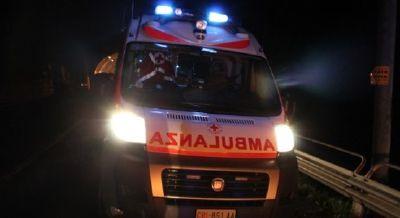 Bambino di 5 anni si ferisce: arriva l'ambulanza SIRENE DI NOTTE