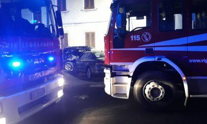 Terribile schianto a Castano: un uomo intrappolato in auto FOTO
