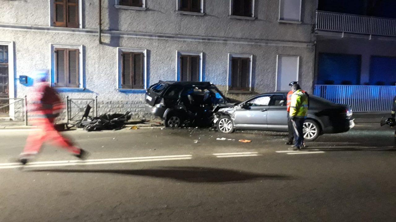 Terribile schianto a Castano: un uomo intrappolato in auto