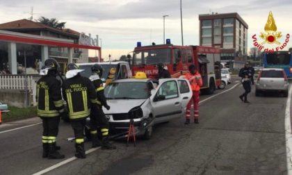 Scontro auto furgone: due feriti in Varesina
