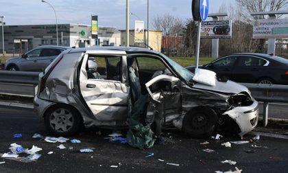 Incidente tra due auto, bambino di 12 anni in condizioni disperate