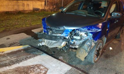 Auto rubata finisce contro guard rail e viene abbandonata FOTO